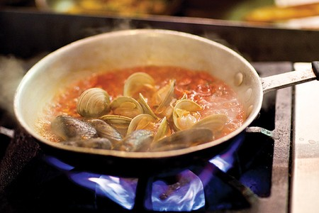 Truluck's - Clams on stove