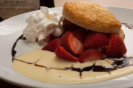 La Playa Bistro - strawberry shortcake