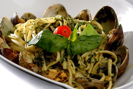 Linguini with Pesto and Clams