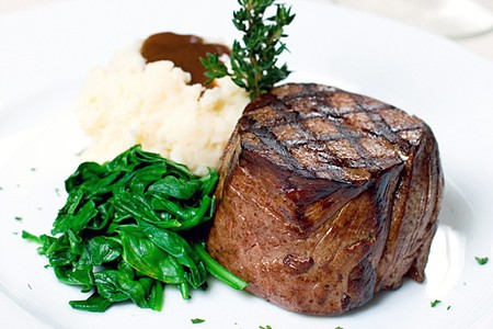 STRIPSTEAK - Filet Mignon with mashed potatoes and spinach
