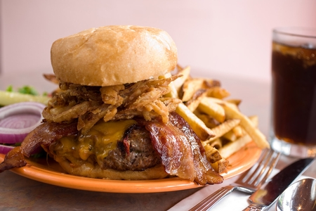 Crest Cafe - Bacon Cheeseburger