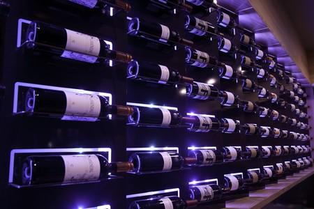Table 926 - Wine Display