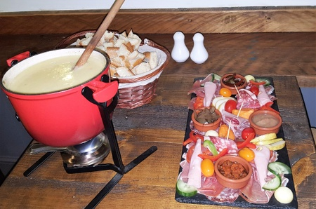 Cheese & Cheers - Fondue Royale