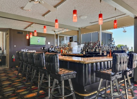 Seven Lakes Country Club - Bar / Lounge